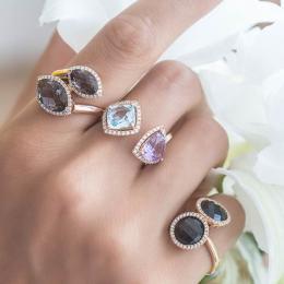 Pırlantalı Renkli Taşlı Yüzük- serçe parmaktaki